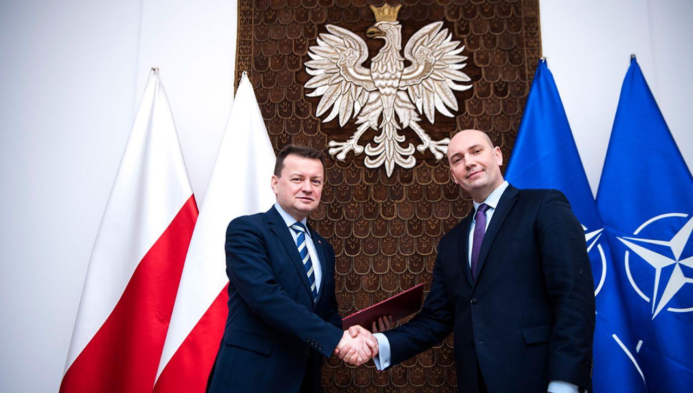 Minister obrony narodowej Mariusz Błaszczak powołuje na stanowisko wiceministra resortu Sebastiana Chwałka (fot. PAP/Robert Suchy)