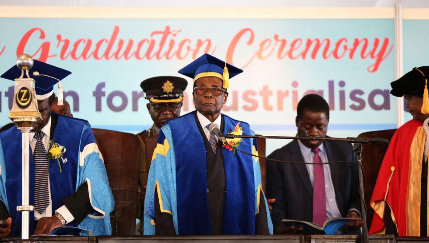 93-letni Robert Mugabe nie chce oddać władzy wojskowym (fot. PAP/EPA/AARON UFUMELI)