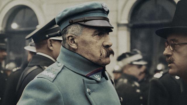 """Piotr Gliński: Dzięki filmowi """"Niepodległość"""" możemy dotknąć naszej historii"""
