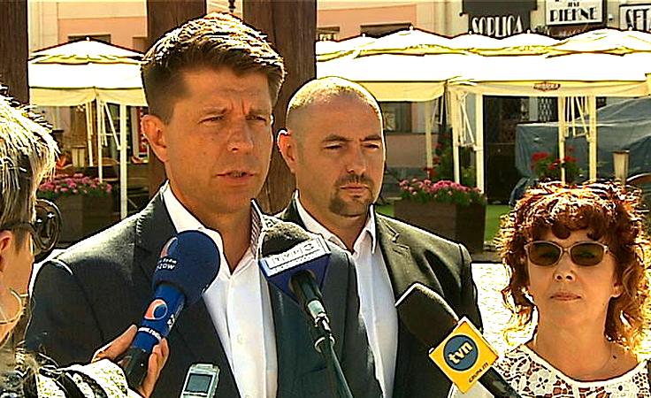 Petru o sytuacji w stolicy i kontrolowaniu urzędników