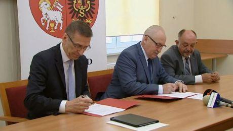 Najwięcej umów, w sumie sześć, marszałek województwa podpisał z prezydentem Olsztyna
