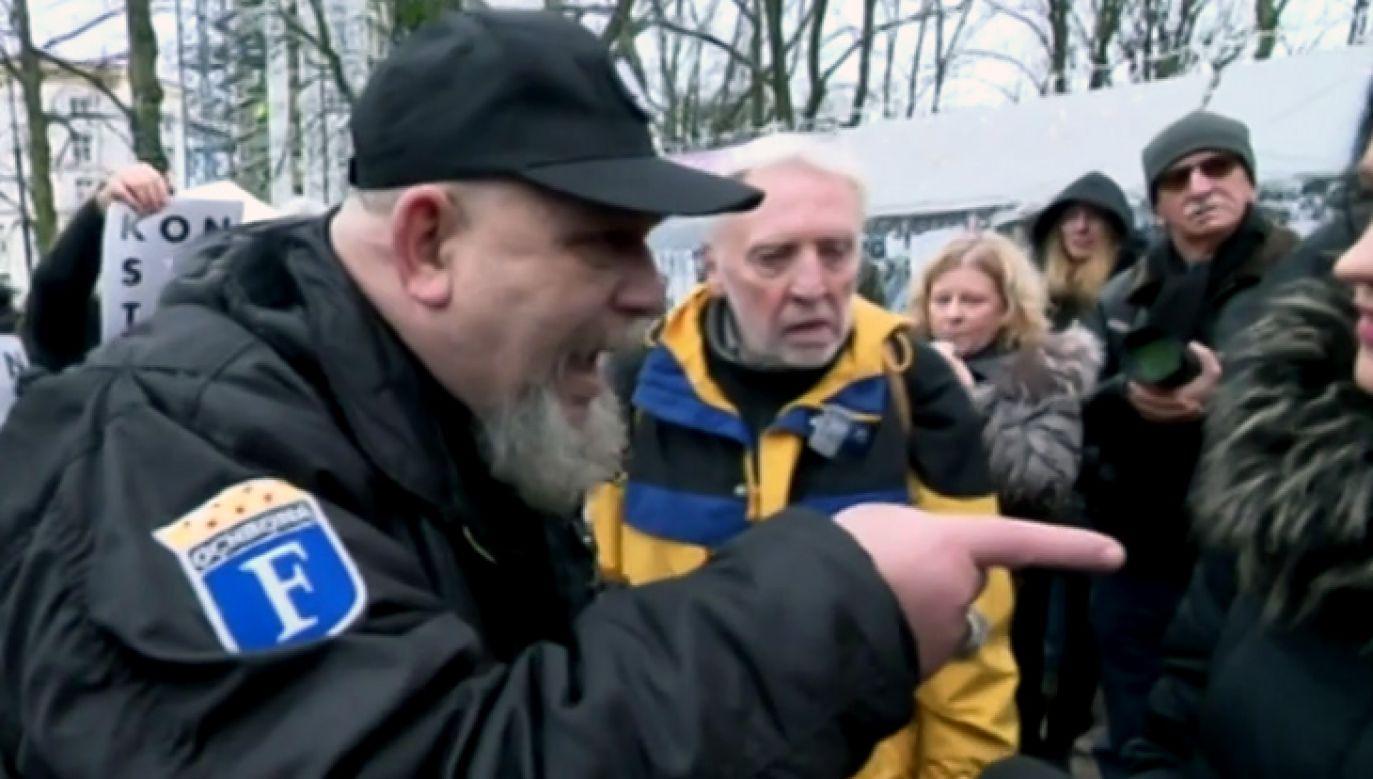 Do zdarzenia doszło przed Sejmem w piątek (fot. TVP Info)
