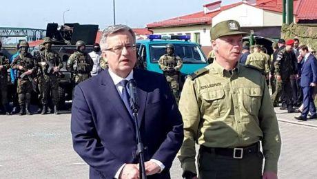 Bronisław Komorowski pojawił się na polsko-rosyjskim przejściu granicznym w Grzechotkach o godzinie 9.00.