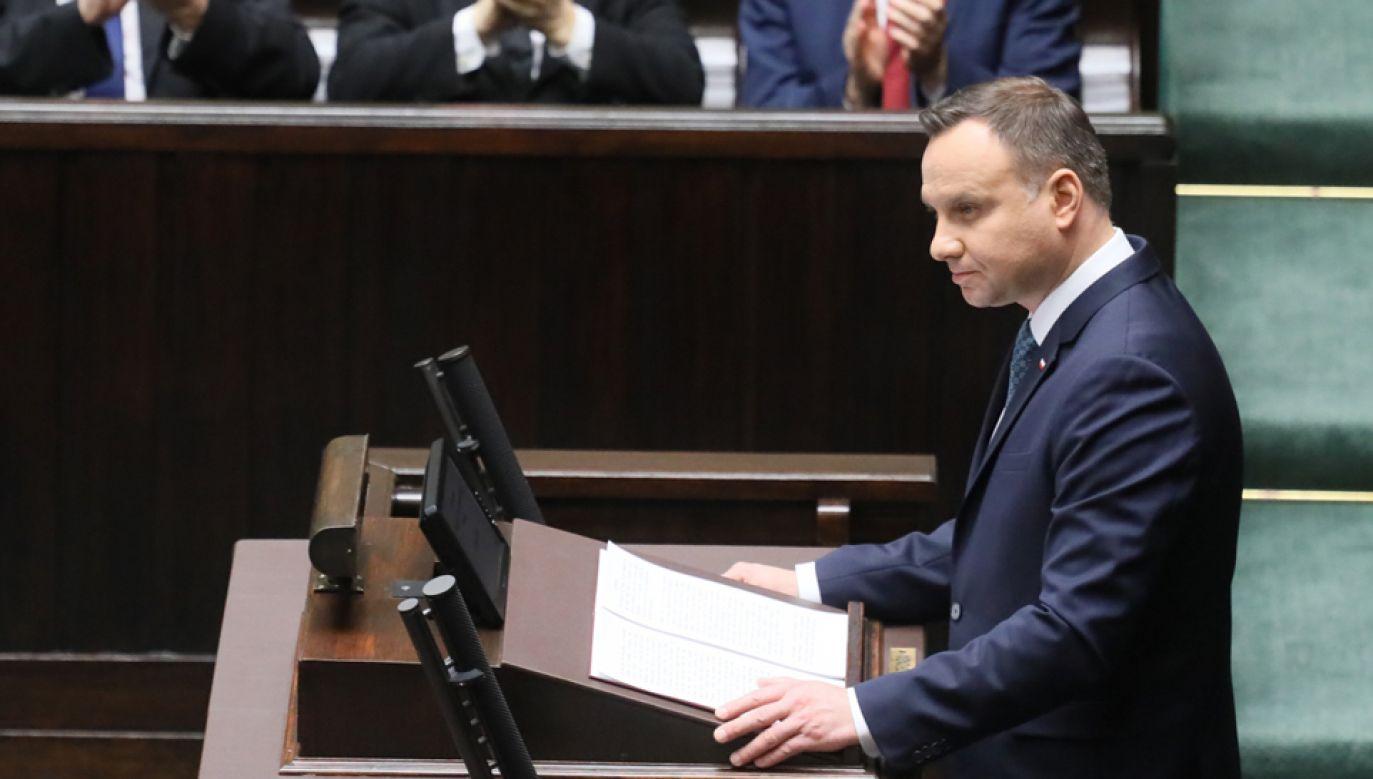 Prezydent Andrzej Duda (P) wygłasza orędzie podczas posiedzenia Zgromadzenia Narodowego (fot. PAP/Paweł Supernak)