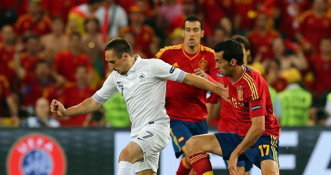 Franck Ribery pilnowany przez Jordiego Albę (fot. Getty Images)