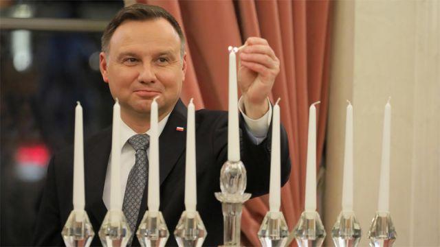 """""""Żydzi polscy to wielka polska tradycja"""". Prezydent zapalił świecę chanukową"""
