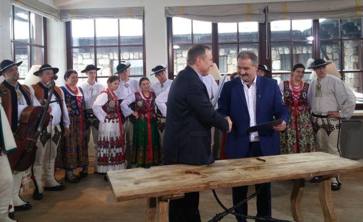 Podpisanie umowy ws. transmisji Sylwestra w TVP (fot. materiały prasowe)