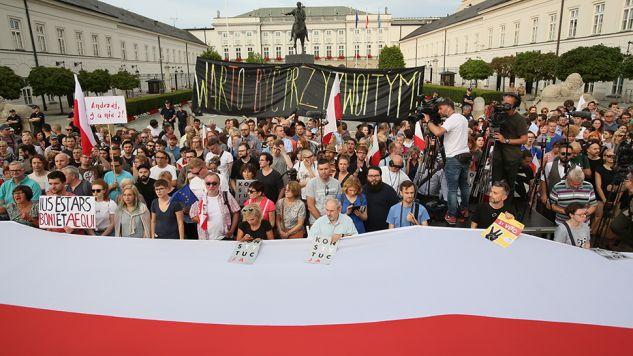Protest w obronie niezależności sądów (fot. PAP/Leszek Szymański)