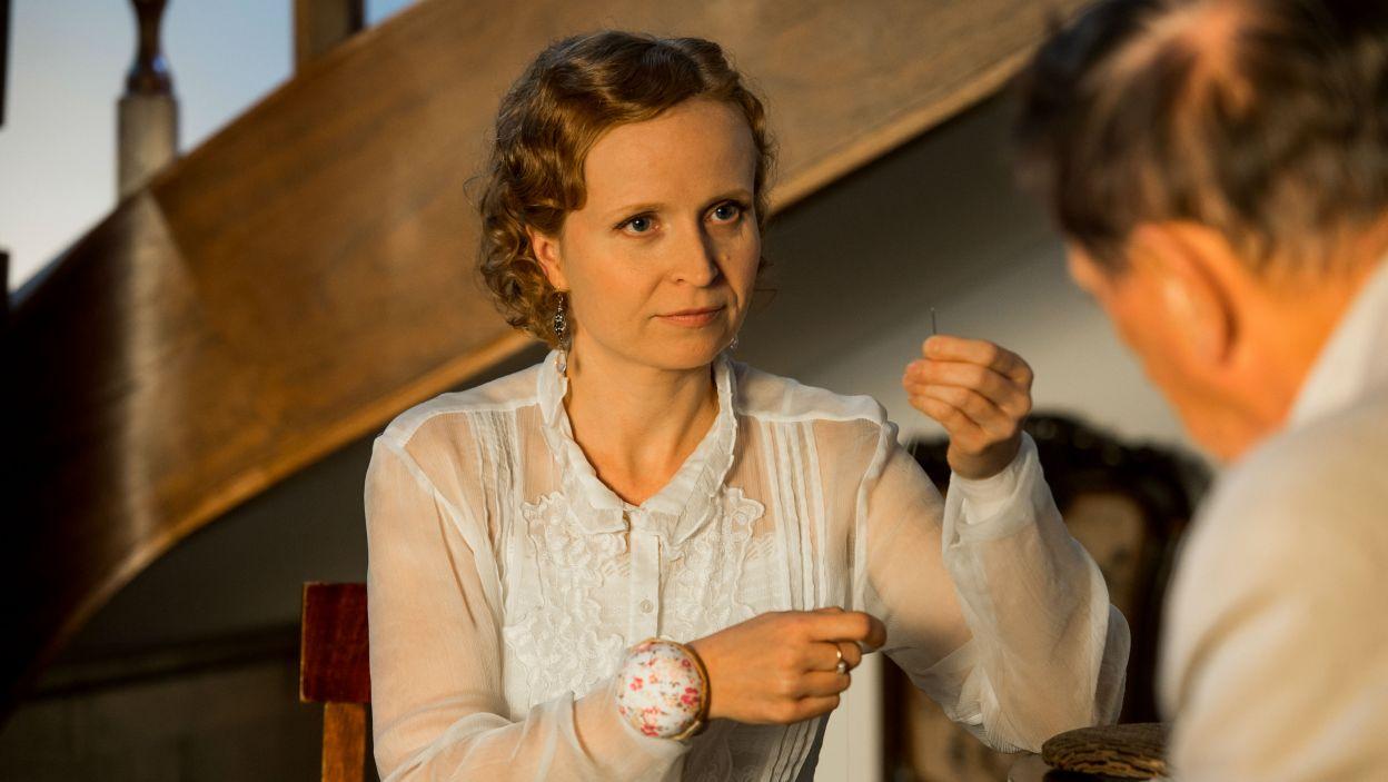 Dominika Kluźniak zagrała rolę Mai, młodej żony Doktora (fot. Jan Bogacz/TVP)
