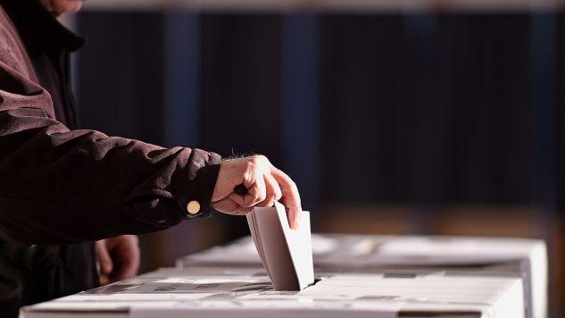 Projekt zmian w prawie wyborczym zakłada wprowadzenie m.in. przeźroczystych urn (fot. Shutterstock/roibu)