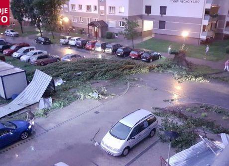 Tragiczne w skutkach nawałnice nad Polską [WASZE ZDJĘCIA]