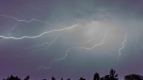 Lipiec nie rozpieszcza pod względem pogody (fot. PAP/Stanisław Rozpędzik)