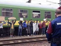"""Węgrzy oskarżają Niemców o kryzys migracyjny. """"Zapraszają uchodźców do bogato zastawionych stołów"""""""