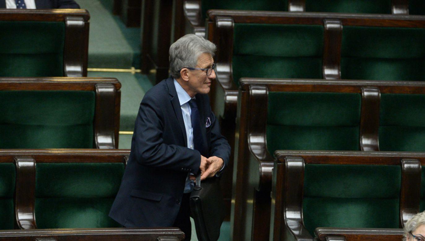 Prezydenckie projekty ustaw przedstawił w Sejmie poseł Stanisław Piotrowicz (PiS) (fot. PAP/Marcin Obara)