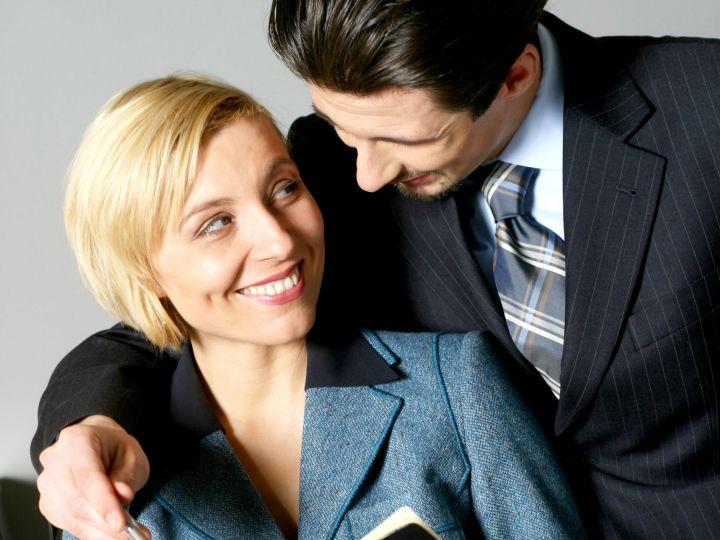 DLACZEGO MĘŻCZYŹNI ROMANSUJĄ  PODCZAS SŁUŻBOWYCH PODRÓŻY?