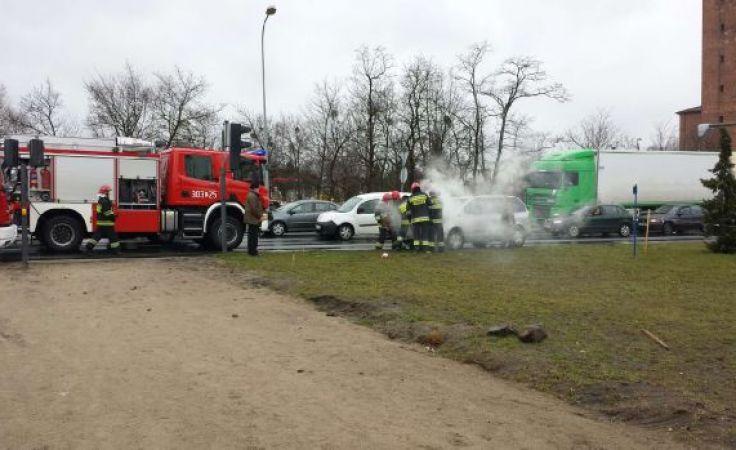 Pożar forda na WZ (fot. Jarosław Lewandowski)