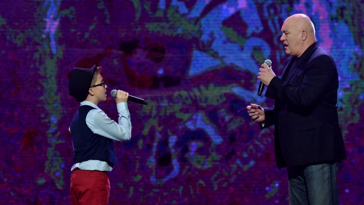 – To w jaki sposób Ty dzisiaj do tego utworu podszedłeś było dla mnie  absolutnie doskonałe.– Hirek Wrona docenił emocjonalny występ Grzegorza Szymańskiego. (fot. I. Sobieszczuk/TVP)