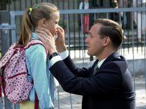 Iga pomaga w opiece nad synkiem Ewy, a dziewczynkami w tym czasie zajmuje się Marcin (fot. A. Grochowska)