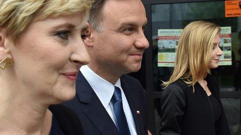 Rodzina Andrzeja Dudy – żona Agata i córka Kinga (fot. PAP/J.Bednarczyk)