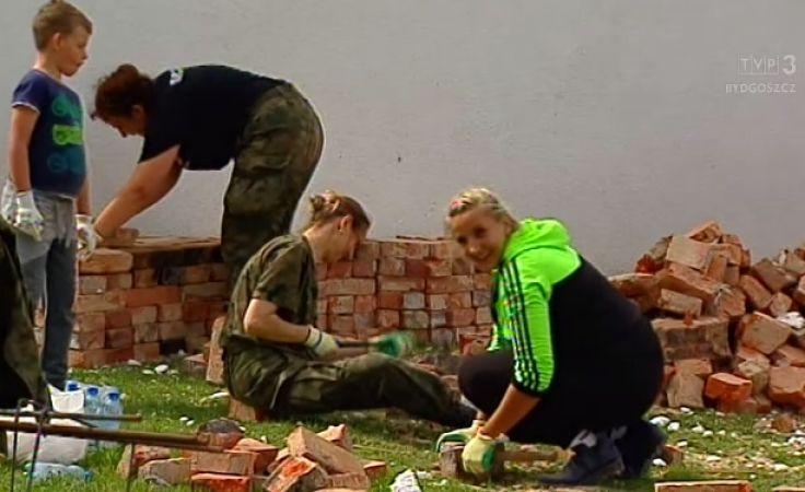 Wolontariusze na pomoc poszkodowanym przez wichury i burze