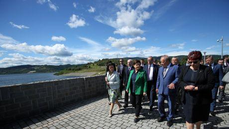 Premier Beata Szydło podczas uroczystości otwarcia zbiornika wodnego Świnna Poręba, fot. PAP/Stanisław Rozpędzik