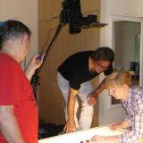 Z kasztanów powstaje cyferka 4. Operator Sławek Frank , Asia Salska – nieoceniona pomoc na planie i Andrzej Stępień – realizator światła, który nagrywa też dźwięk i… gra  w teatrzyku.