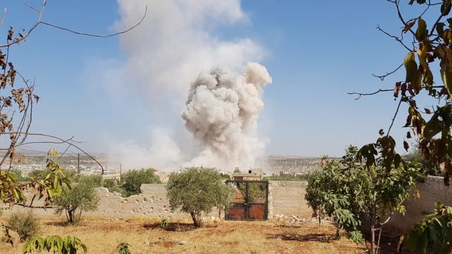 Według Syryjskiego Obserwatorium Praw Człowieka wśród ofiar nalotów są cywile (fot. Firas Faham/Anadolu Agency/Getty Images)