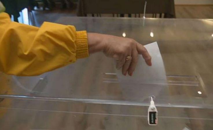 Do udziału w wyborach uprawnionych jest około 5 tys. mieszkańców gminy