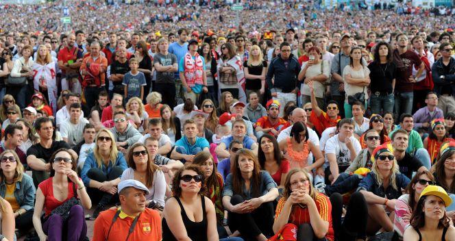 Hiszpanie przeżywali mecze swojej drużyny (fot. PAP/Piotr Pędziszewski)
