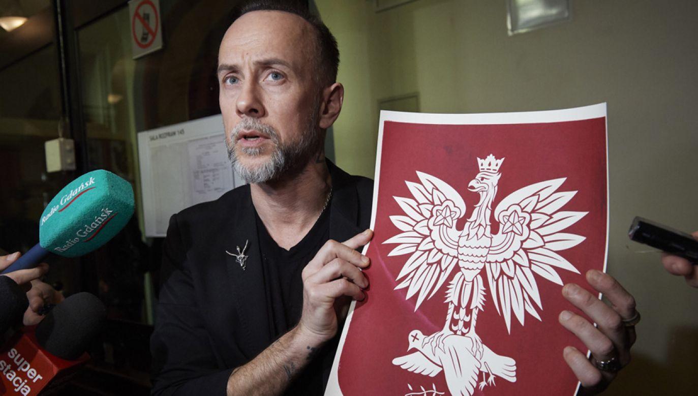 Oskarżony Adam Darski w Sądzie Okręgowym w Gdańsku (fot. PAP/Adam Warżawa)
