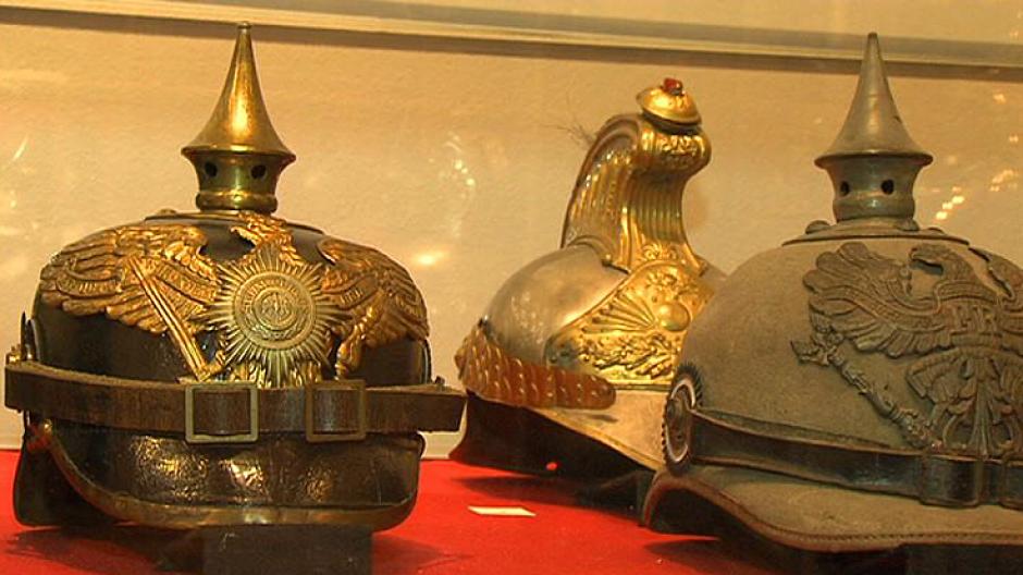 3. Wystawa hełmów, czapek i mundurów wojskowych z całego świata