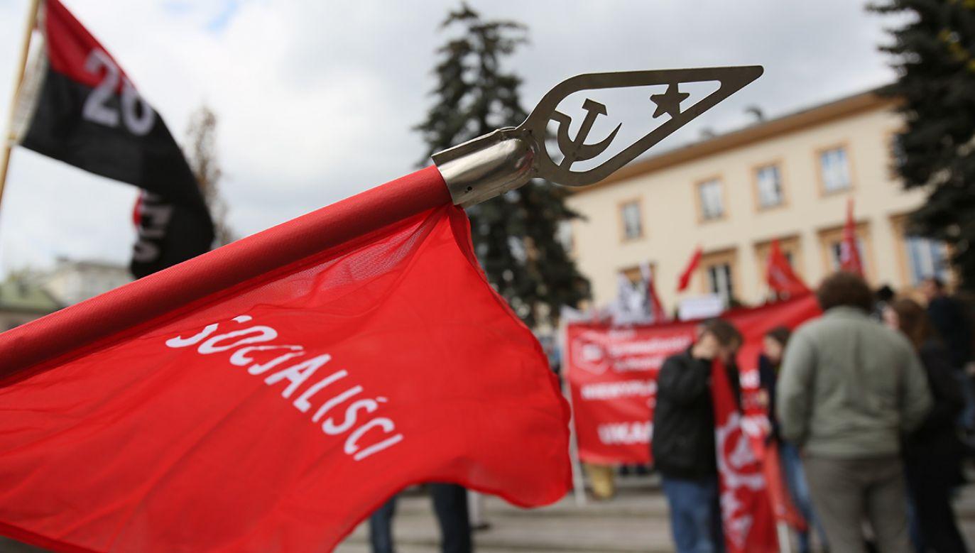 Uczestnicy Marszu Sprawiedliwości Społecznej przy rondzie Charles'a de Gaulle'a w Warszawie. (fot. arch.PAP/Leszek Szymański)