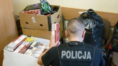 Cześć papierosów funkcjonariusze ujawnili podczas kontroli drogowej (fot. KWP Olsztyn)