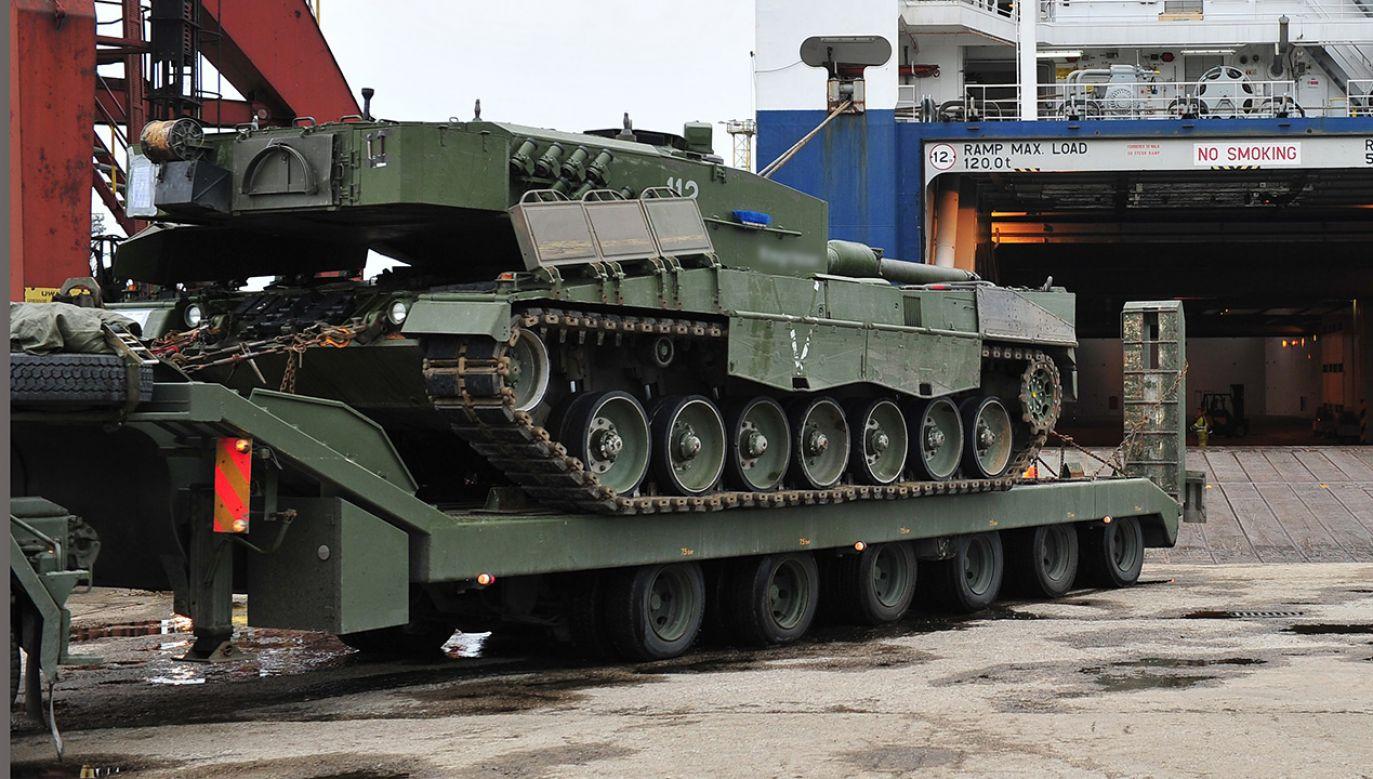 Chodzi o umowę z 27 grudnia 2013 r. dotyczącą dostawy w latach 2014-2017 sześćdziesięciu siedmiu zestawów do transportu czołgów i ciężkiego sprzętu gąsienicowego (fot. arch.  PAP/Marcin Bielecki)