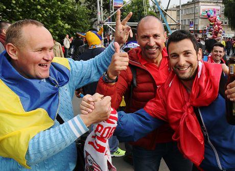 Hiszpańscy i Ukraińscy kibice na ulicach stolicy