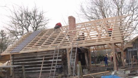 Sąsiedzi i mieszkańcy pobliskich wsi odbudowali spalony dom
