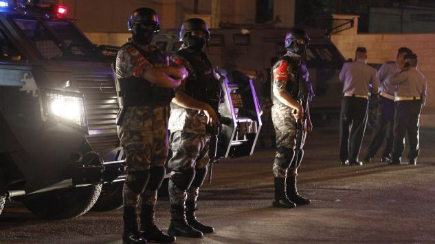 Teren zabezpieczyli mundurowi (fot. PAP/EPA/AHMAD ABDO)