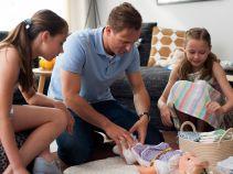 """…tymczasem Marcin po raz pierwszy zostanie ojcem i ostro trenuje do tej """"roli"""" (fot. O. Rybak/TVP)"""