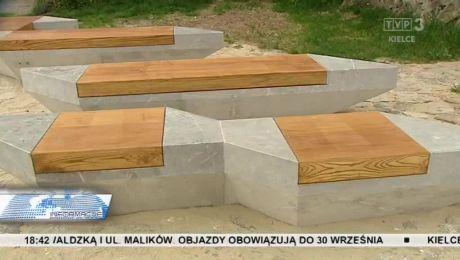 Ławeczki upamiętniające słynnego regionalistę stanęły na Kadzielni