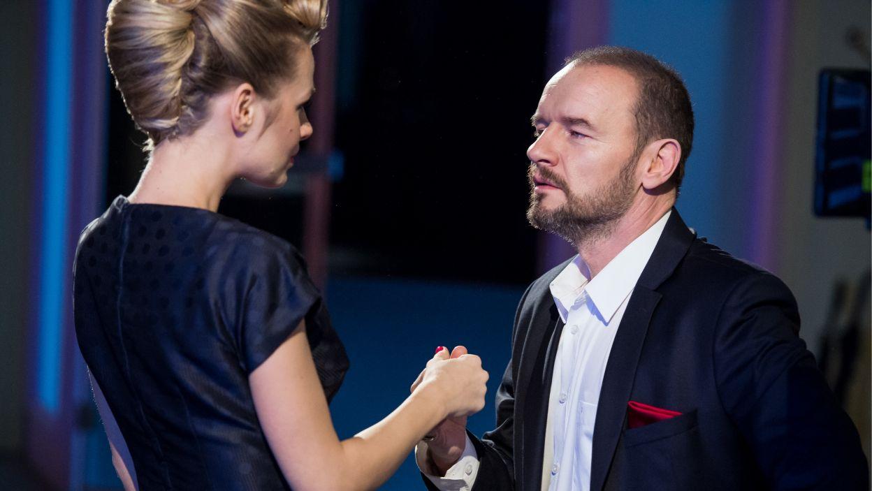 Elektryzująca para aktorów wraz z grupą znakomitych tancerzy wprowadzają widzów w romantyczny, walentynkowy nastrój (Fot. J. Bogacz/TVP)