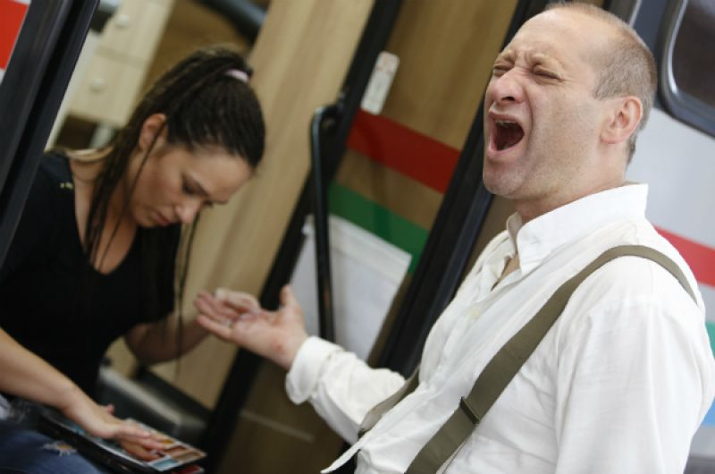 Mariusz Kiljan ujawnia swój talent wokalny (fot. Monika Zielska/TVP)