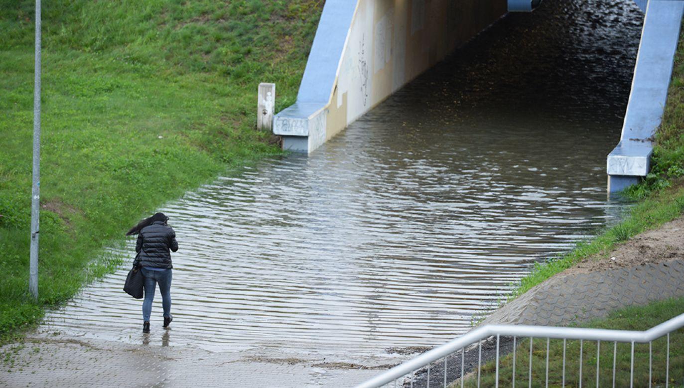 Ostrzeżenia meteorologiczne dla pięciu województw (fot. PAP/Jacek Turczyk)