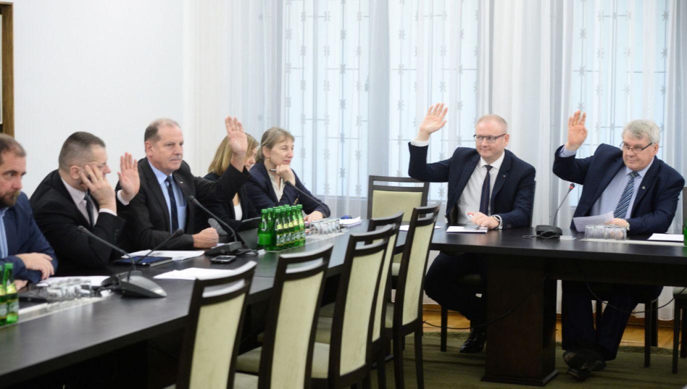 W piątek rano zebrała się senacka Komisja Praw Człowieka, Praworządności i Petycji (fot. PAP/Jacek Turczyk)