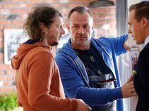 Przyjaciele Krzysztofa postanawiają wziąć sprawy w swoje ręce (fot. A. Grochowska)