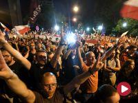 """""""Wolne sądy!"""". Masowe protesty opozycji w kilku miastach"""