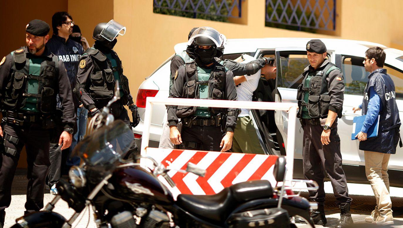 Policja dzięki podsłuchanym rozmowom odsiadujących kary i zeznaniom gangsterów wpadła na trop systemu komunikacji mafii (fot. REUTERS/Jon Nazca)