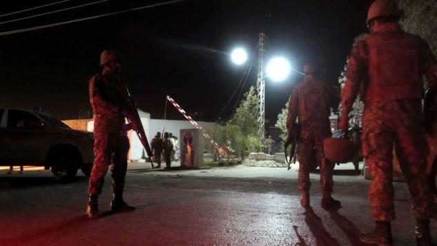 Wojsko otoczyło teren (fot. PAP/EPA/FAYYAZ AHMAD)