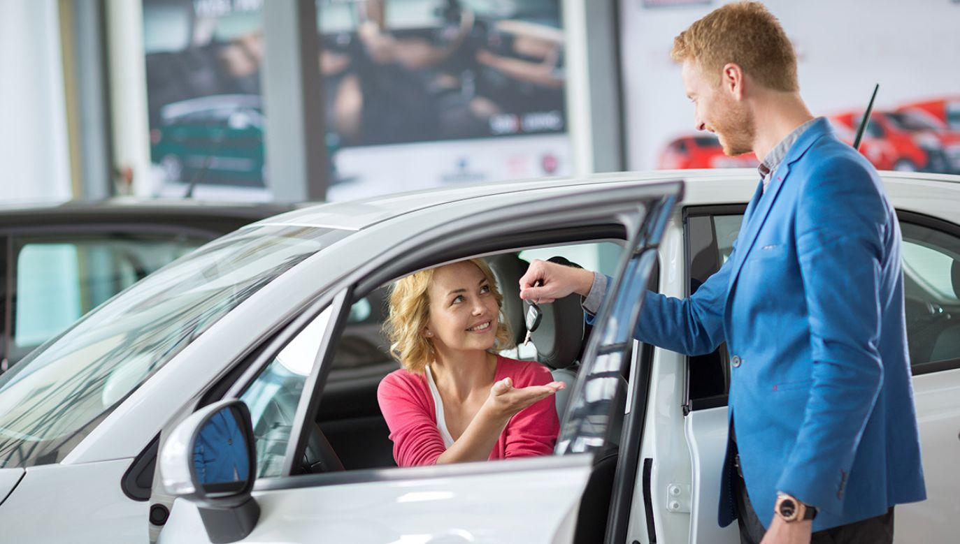 Sprzedaż nowych aut w Polsce rośnie (fot. Shutterstock/Lucky Business)