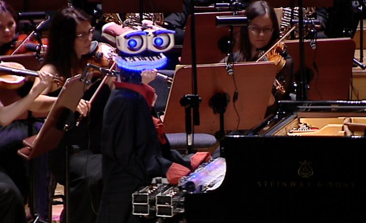 Teo Tronico, robot - pianista, w Filharmonii Podkarpackiej