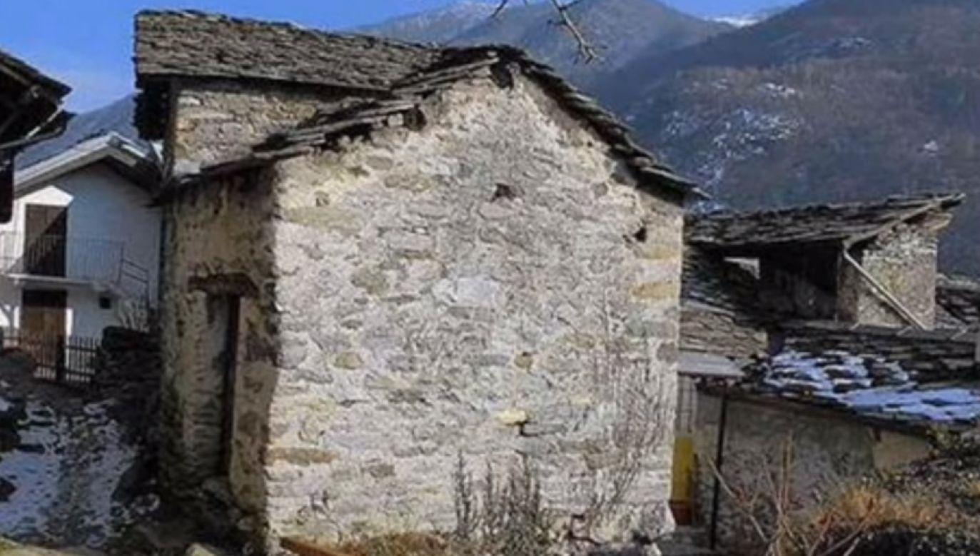 Cena wywoławcza wszystkich 14 domów w górskiej miejscowości Calsazio  wynosi 245 tys. euro (fot. źródło: YouTube)